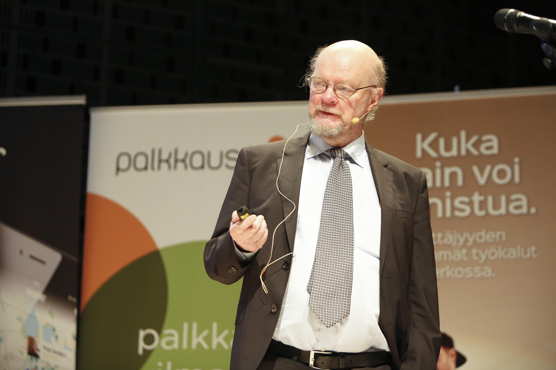 Osmo Soininvaara hauskuutti yleisöä kokemuksillaan byrokratiasta.